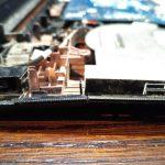 pęknięta obudowa laptopa